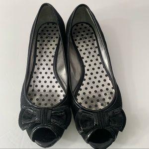 AK Anne Klein 7 1/2 flats open toe bows black